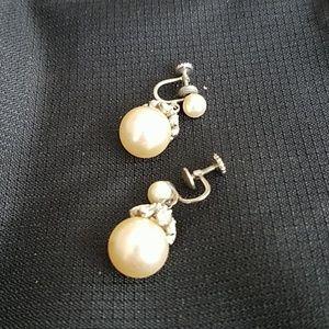 Jewelry - Vintage pearl earrings